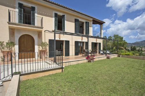 Elegant finca with separate guest apartment in a picturesque village