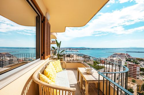 Newly renovated penthouse with gorgeous sea views