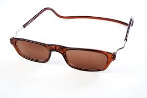 magneet leesbril zonnebril XL van Spunx. Bruine zonnebril klikbril met magneetsluiting, en extra brede hoofdband.