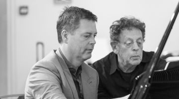 Feico Deutekom speelt Philip Glass