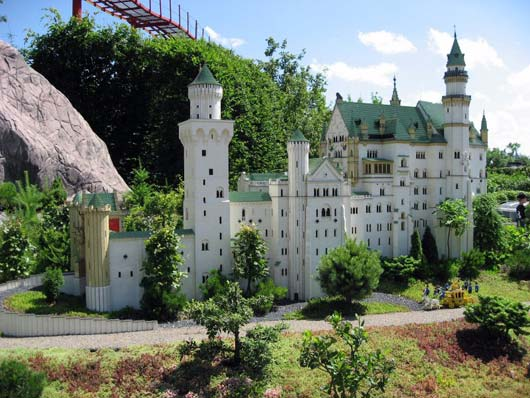 hiperreality disneyland essay For baudrillard, disneyland and watergate are sites of simulation that  like  disneyland, a hyperreality creates the illusion of distinction between right  got  article summeries, reviews, essays, notes, anything you've worked.