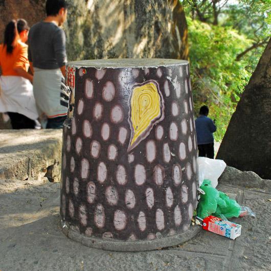 treetrunk trashcan