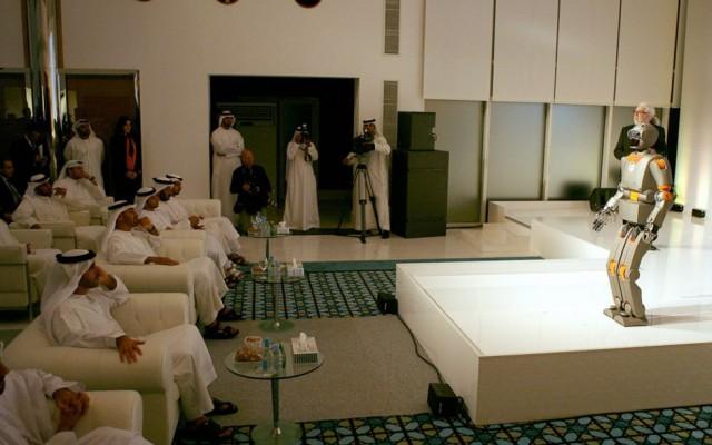 emirati with robot