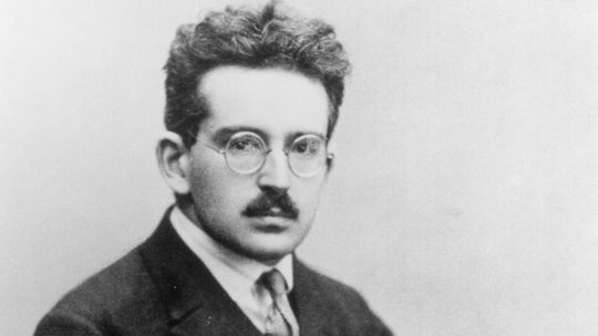"walter benjamin aura essay Walter benjamin ""our fine arts one might subsume the eliminated element in the term ""aura"" and go that which withers in the age of mechanical."