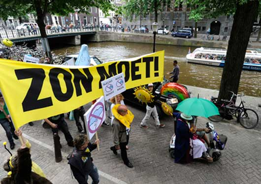 zon_moet_dutch_protest_against_bad_weather