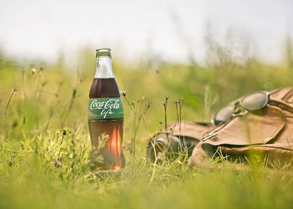 Organic Coke: Camouflage color in the Grass.