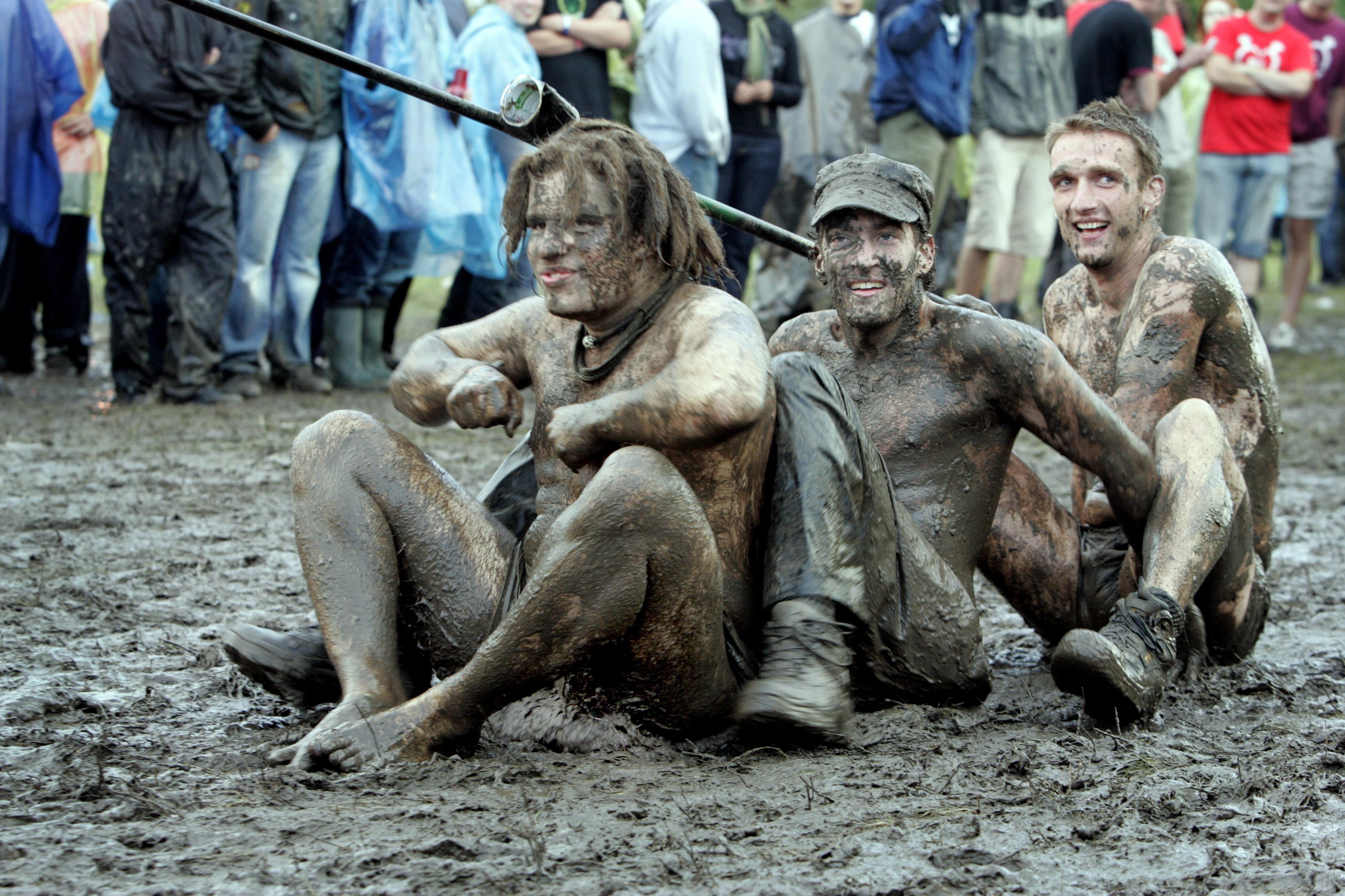 Modderige taferelen bij Lowlands 2006