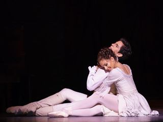 Francesca Hayward as Manon and Federico Bonelli as Des Grieux in Act II of Kenneth MacMillan's Manon. The Royal Ballet ©ROH, 2018. Photographed by Bill Cooper.