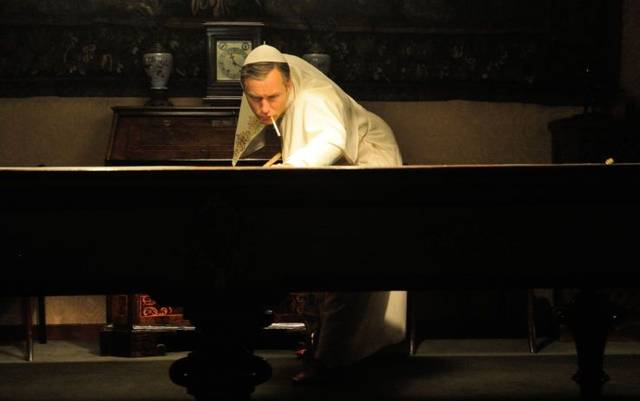 The young pope s1 e9004 mid