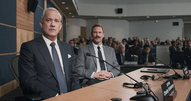 Sully Aaron E. Eckhart Tom Hanks foto dal film 2