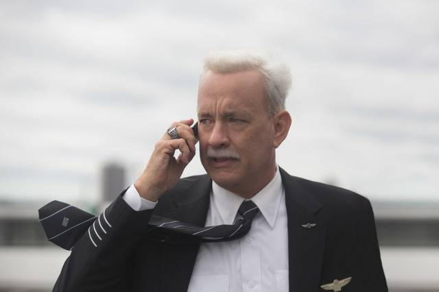 Sully Tom Hanks foto dal film 6