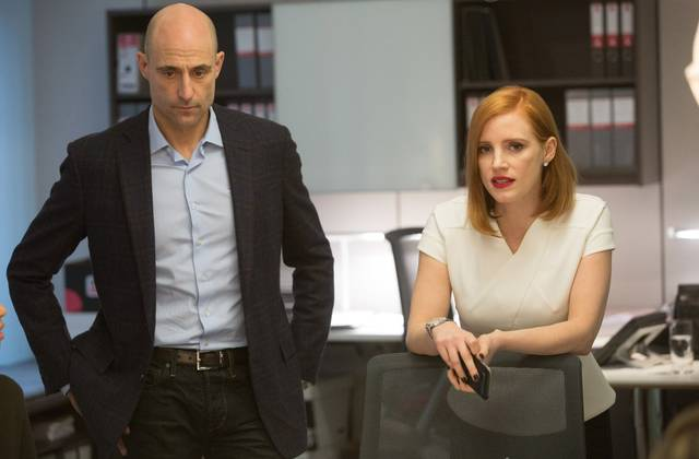 Miss Sloane Mark Strong Jessica Chastain foto dal film 2