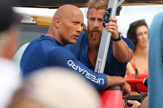 Baywatch Dwayne Johnson Lee Hodge foto dal set 1