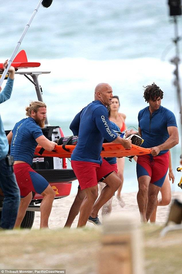 Baywatch Dwayne Johnson Lee Hodge foto dal set 2