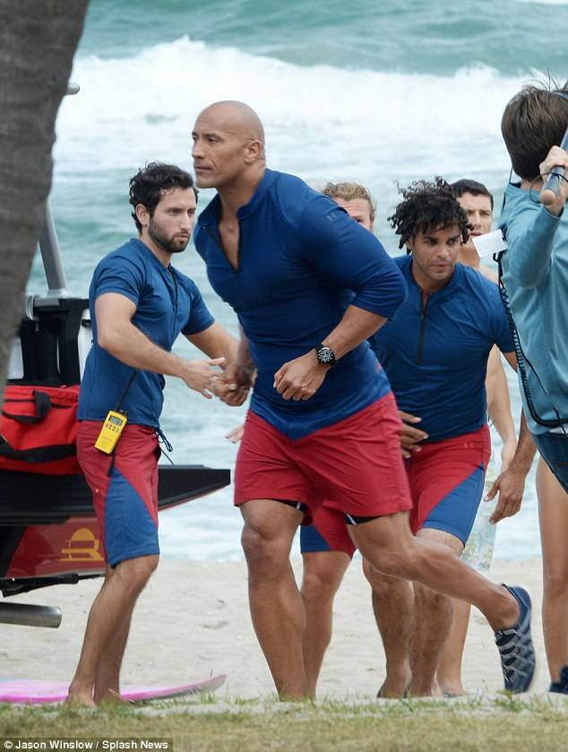 Baywatch Dwayne Johnson foto dal set 3