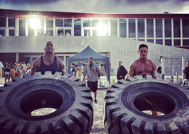 Baywatch Zac Efron Dwayne Johnson foto dal set 2