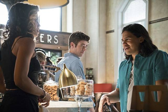 The%20flash%202x05%20kendra%20saunders%20barry%20cisco%20promo%2008 mid