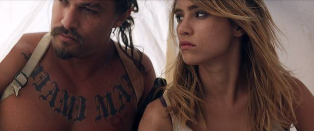 The Bad Batch Suki Waterhouse Jason Momoa foto dal film 1