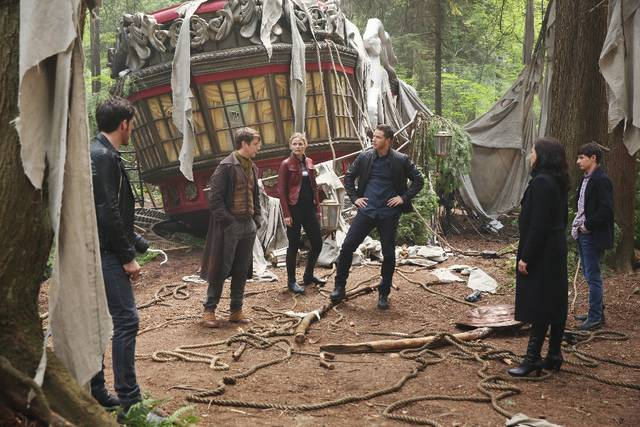 Once Upon a Time 6x01 Uncino Emma David Regina Henry Promo 03