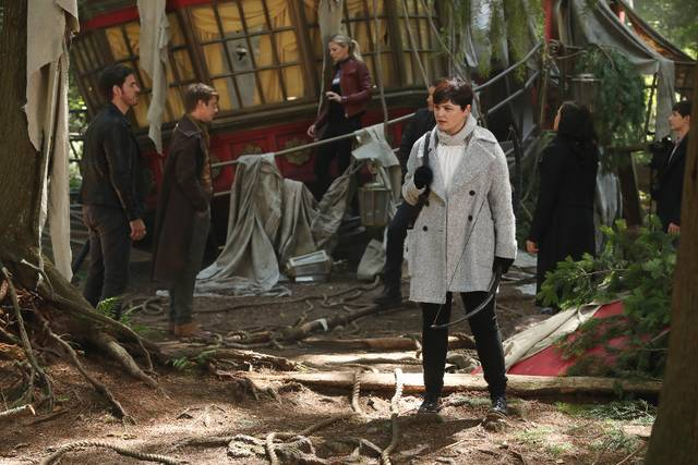 Once Upon a Time 6x01 Uncino Emma Mary Margaret Promo 14