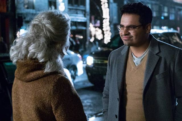 Collateral Beauty Helen Mirren Michael Peña foto dal film 5