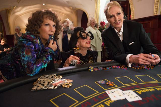 Absolutely Fabulous - The Movie Jennifer Saunders Joanna Lumley foto dal film 10