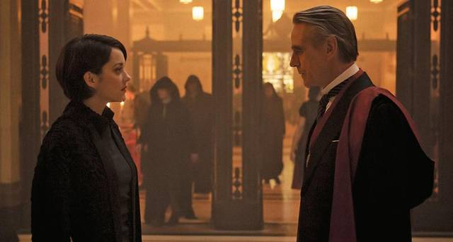 Assassin's Creed Jeremy Irons Marion Cotillard foto dal film 1