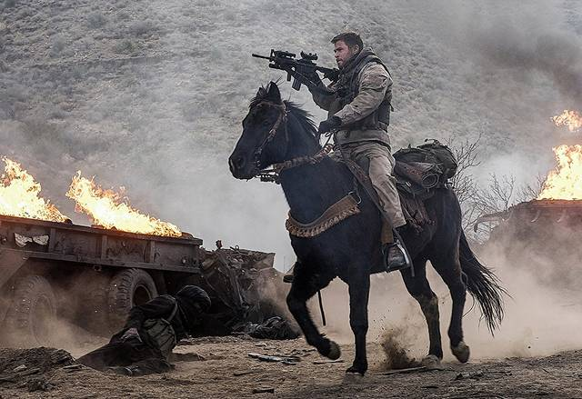 12 Strong Chris Hemsworth foto dal film 3