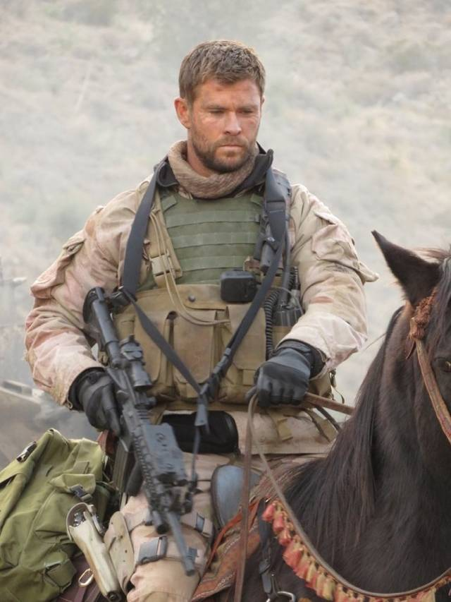 12 Strong Chris Hemsworth foto dal film 4