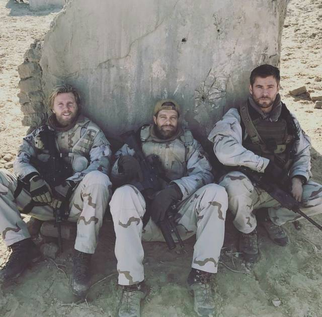 12 Strong Geoff Stults Chris Hemsworth foto dal film 5