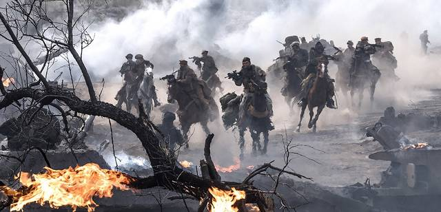 12 Strong foto dal film 6