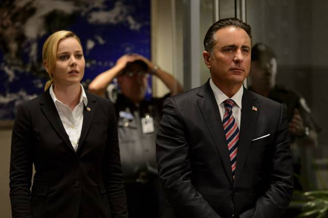 Geostorm_Abbie Cornish Andy Garcia_foto dal film 4
