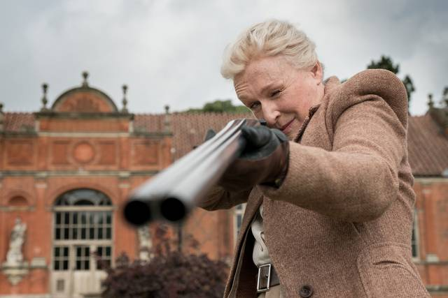 Mistero a Crooked House Glenn Close foto dal film 4