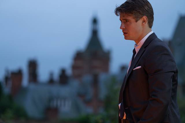 Mistero a Crooked House Max Irons foto dal film 2
