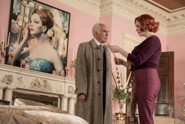 Mistero a Crooked House Terence Stamp Christina Hendricks foto dal film 2