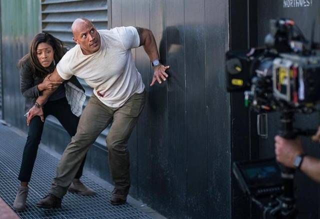 Rampage Dwayne Johnson Naomie Harris foto dal set del film 1
