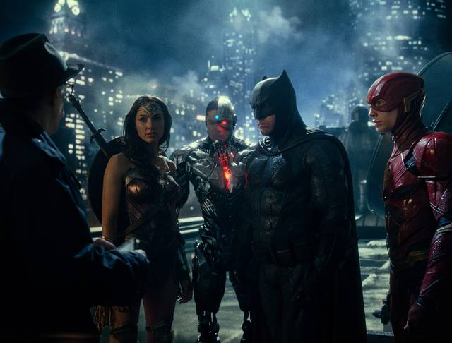 Justice League_Ben Affleck Ezra Miller Gal Gadot Ray Fisher Jonathan Kimble J. K. Simmons_foto dal film 5