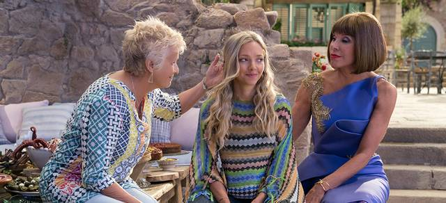 Mamma Mia - Here We Go Again Christine Baranski Julie Walters Amanda Seyfried  foto dal film 3