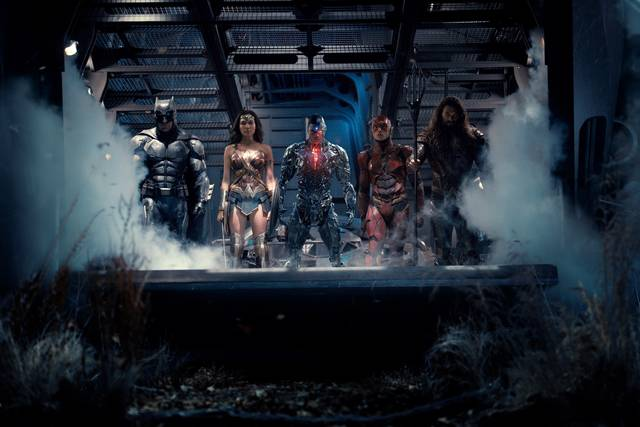 Justice League Gal Gadot Wonder Woman. Jason Momoa Aquaman, Ray Fisher Cyborg. Ezra Miller The Flash. Ben Affleck Batman Screenshot 1