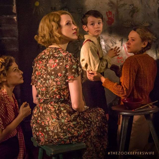 The Zookeeper's Wife Jessica Chastain Efrat Dor Timothy Radford foto dal film 2