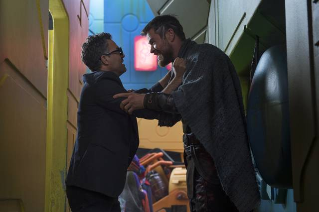 Thor - Ragnarok Chris Hemsworth Taika Waititi foto dal set