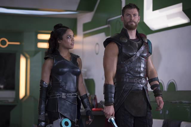 Thor - Ragnarok Chris Hemsworth Tessa Thompson foto dal film 1