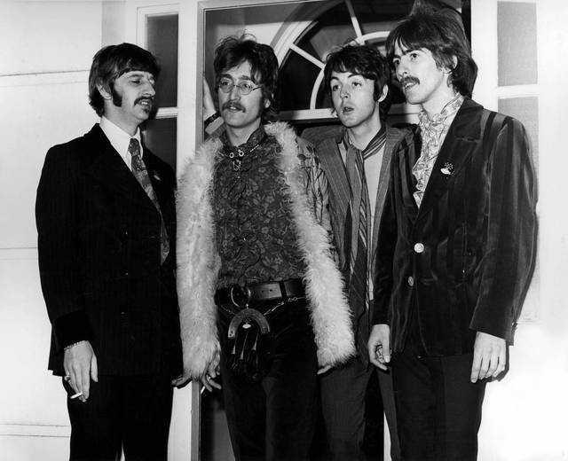 The Beatles - Sgt Pepper and Beyond John Lennon Paul McCartney Ringo Starr George Harrison foto dal film documentario 2