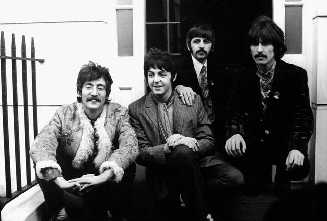 The Beatles - Sgt Pepper and Beyond John Lennon Paul McCartney Ringo Starr George Harrison foto dal film documentario 3