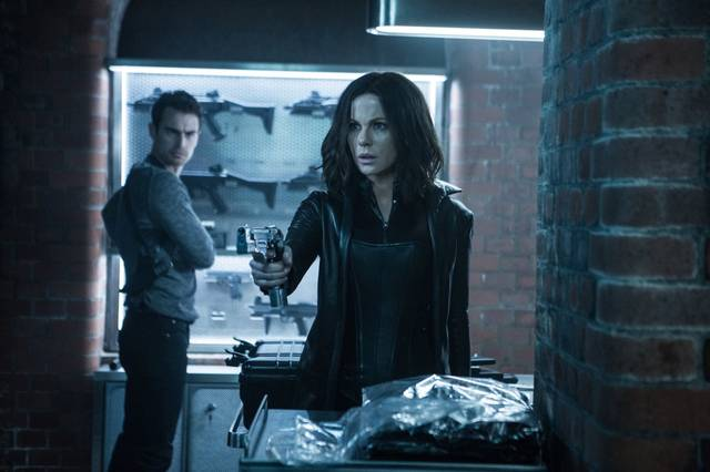 Underworld - Blood Wars Kate Beckinsale Theo James foto dal film 1