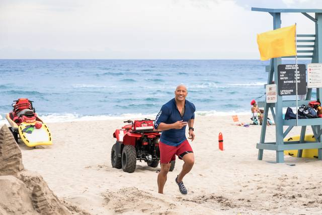 Baywatch_Dwayne Johnson_foto dal film 14