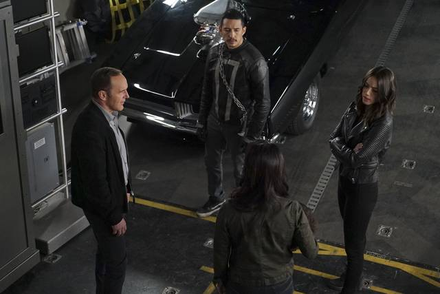Agents%20of%20s.h.i.e.l.d.%204x22%20coulson%20robbie%20daisy%20may%20promo%2009 mid