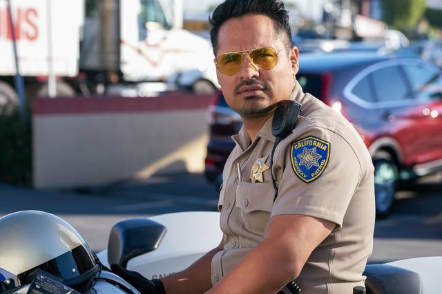 CHiPs_Michael Peña_foto dal film 1