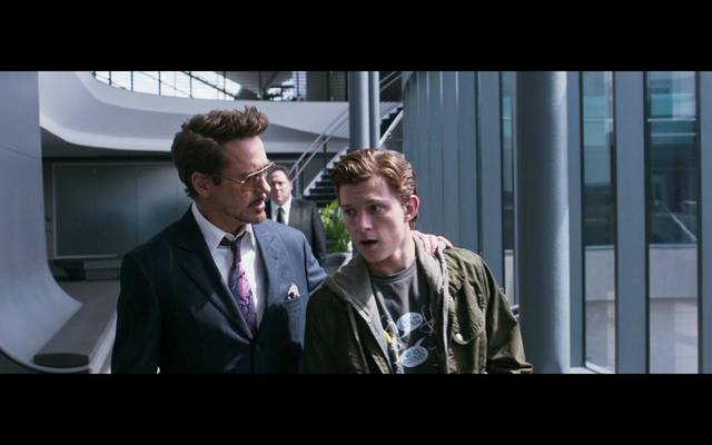 Spider-Man Homecoming Robert Downey Jr. Tom Holland foto dal film 4