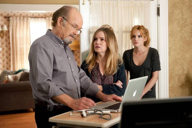 Amityville - Il Risveglio Jennifer Jason Leigh Kurtwood Smith Bella Thorne foto dal film 3